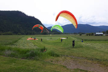 Paragliding Students Kiting